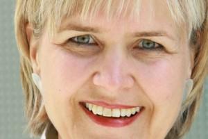 Karin Hertzer Pressefoto grün frieren schwitzen